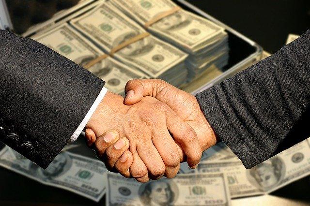 peníze a smlouva